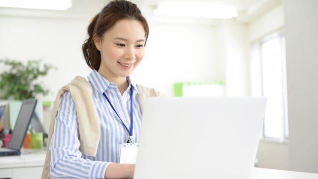 PC仕事女性